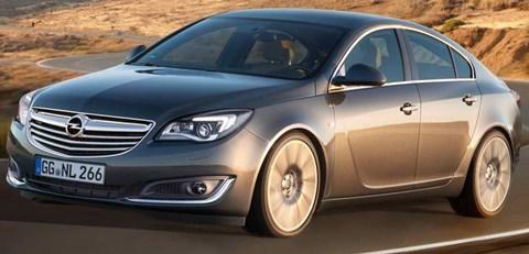 2014-Opel-Insignia-around-a-bend A