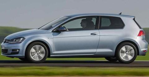 2014-Volkswagen-Golf-TDI-BlueMotion-hightailing-it B
