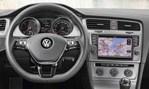 2014-Volkswagen-Golf-TDI-BlueMotion-inside-3