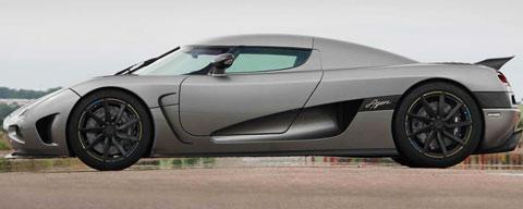 2013-Koenigsegg-Agera-intimidating-B