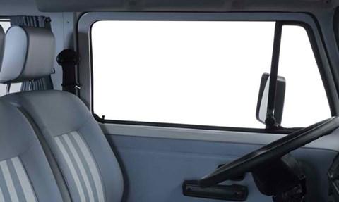 2013-Volkswagen-Kombi-Last-Edition-front-seating C