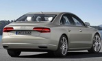 2014-Audi-A8-view-from-behind 3
