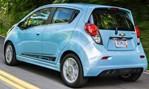 2014-Chevrolet-Spark-EV-making-the-turn 3