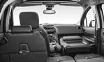 2014-Peugeot-5008-spacious 3