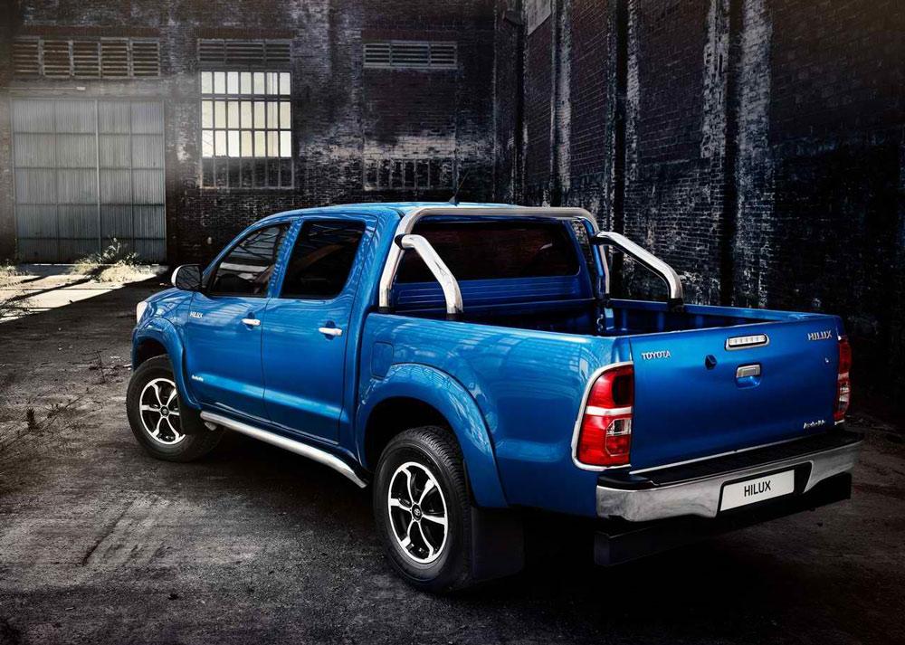 2014 Toyota HiLux Invincible Specs & Pictures