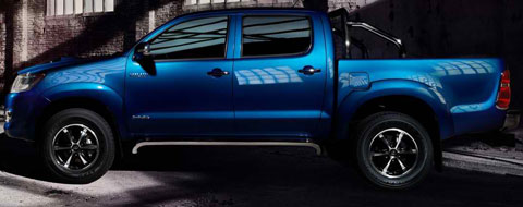 2014-Toyota-Hilux-Invincible-in-shadows-B