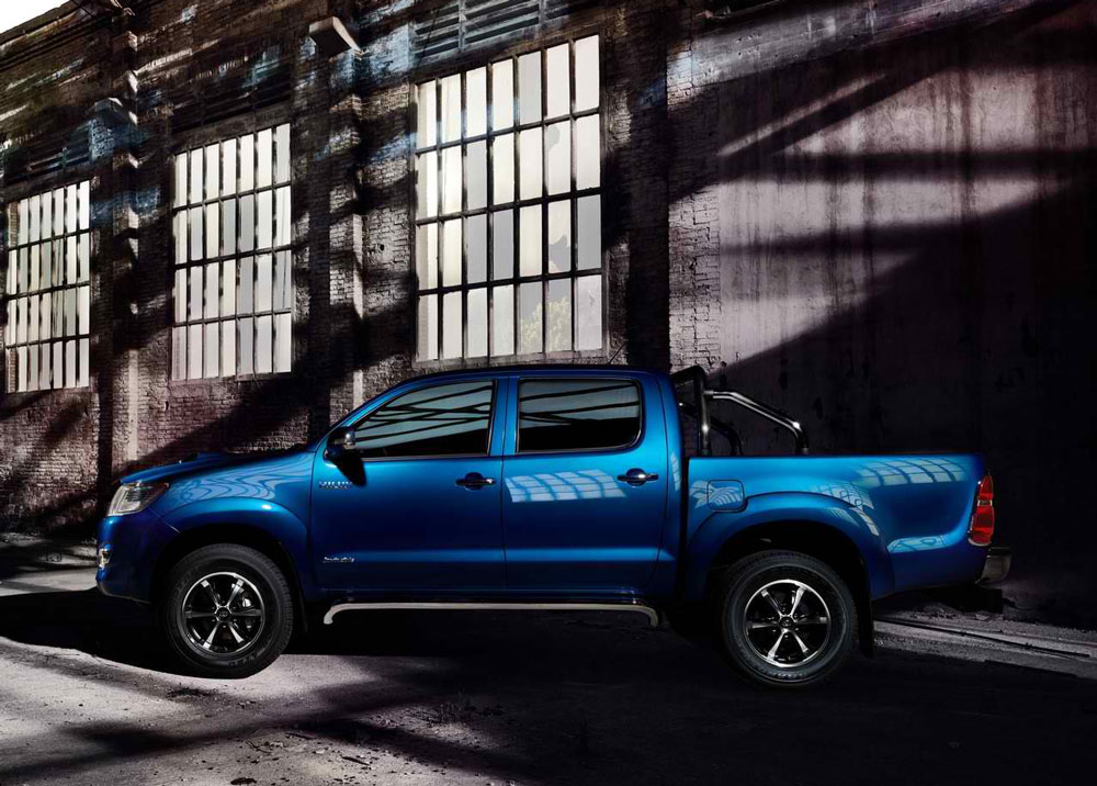 2014 Toyota HiLux Invincible Specs & Pictures