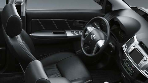 2014-Toyota-Hilux-Invincible-indoors-D