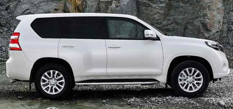 2014-Toyota-Land-Cruiser-contrast-B