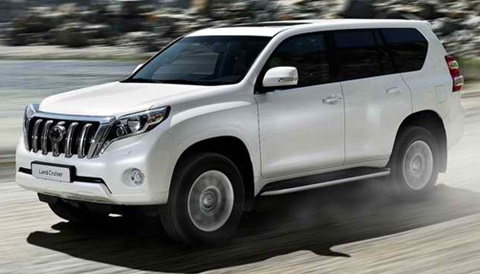 2014-Toyota-Land-Cruiser-dusty-trail AA