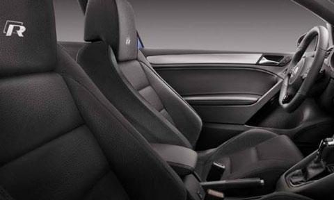 2014-Volkswagen-Golf-R-indoors-C