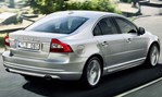 2014-Volvo-S80-going-into-town 1