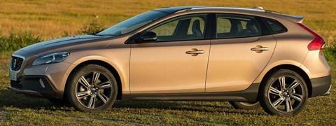 2014-Volvo-V40-Cross-Country-fields-of-gold B