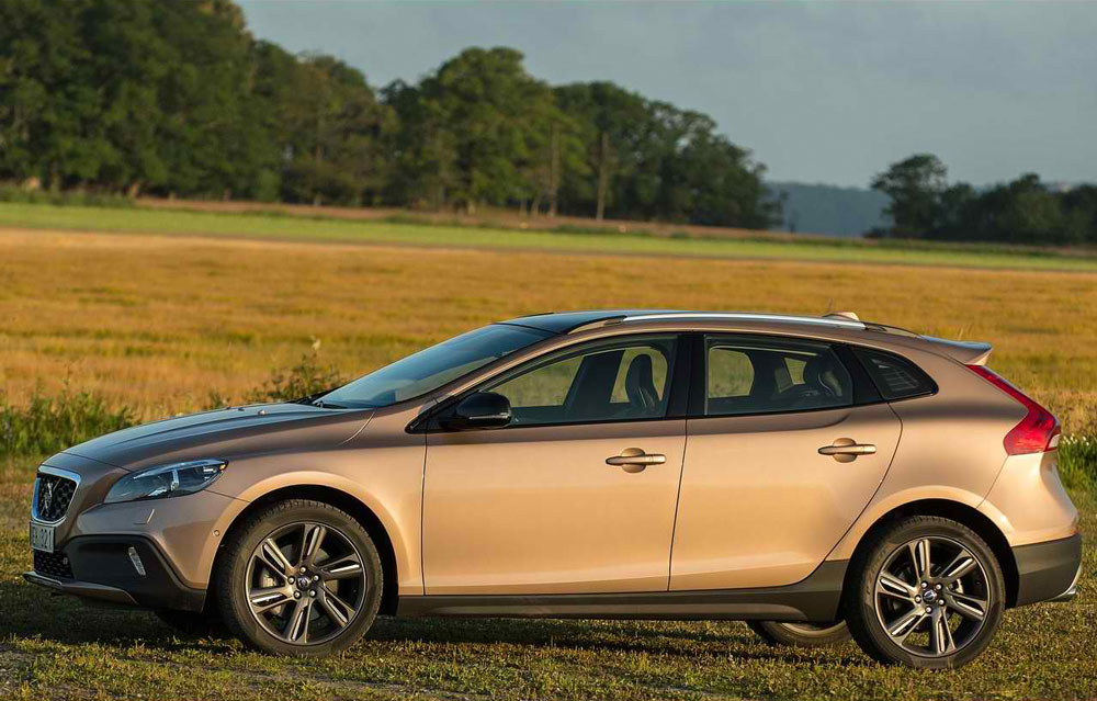 2014 volvo v40 cross country price mpg. Black Bedroom Furniture Sets. Home Design Ideas