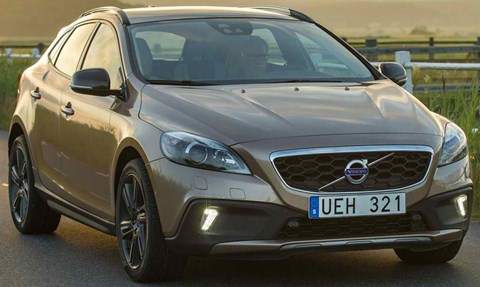 2014-Volvo-V40-Cross-Country-from-the-farm A