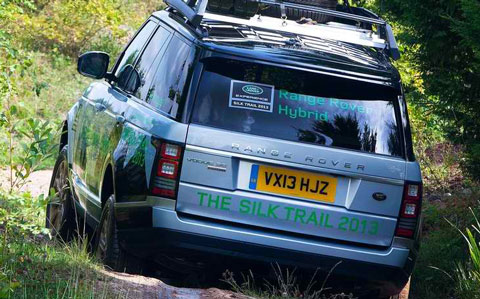 2015-Land-Rover-Range-Rover-Hybrid-roughing-it-C