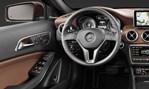 2015-Mercedes-Benz-GLA-Class-cockpit 1