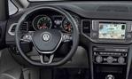 2013-Volkswagen-Golf-Sportsvan-Concept-cockpit 1