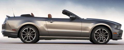 2014-Ford-Mustang-being-still-B