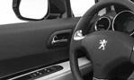2014-Peugeot-3008-cockpit 1