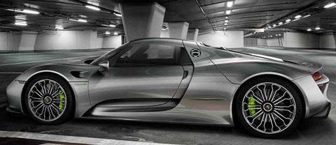 2015-Porsche-918-Spyder-parked B