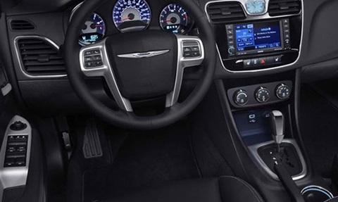 2014-Chrysler-200-Convertible-cockpit C