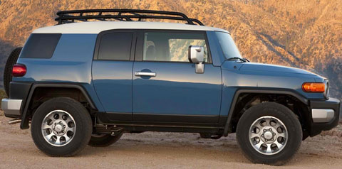 2014-Toyota-FJ-Cruiser-in-degrees-B
