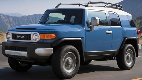 2014-Toyota-FJ-Cruiser-on-the-move-A