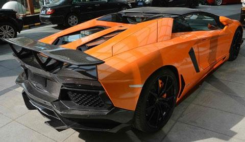 2013-DMC-Lamborghini-Aventador-Roadster-SV-at-the-parking-lot-C