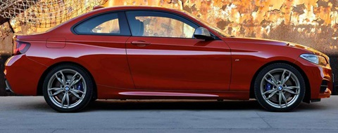 2014-BMW-M235i-Coupe-contrasting-style B