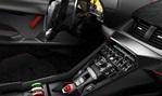 2014-Lamborghini-Veneno-Roadster-cockpit 2