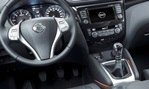2014-Nissan-Qashai-cockpit 1