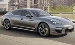 2014-Porsche-Panamera-Turbo-S-city-driving 3