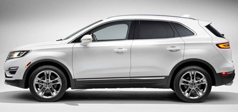 2015-Lincoln-MKC-studio-long-B