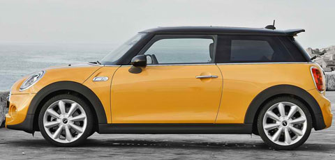 2015-Mini-Cooper-S-by-the-shore-B
