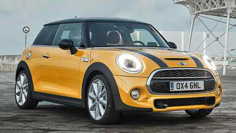 2015-Mini-Cooper-S-shining-the-light-A