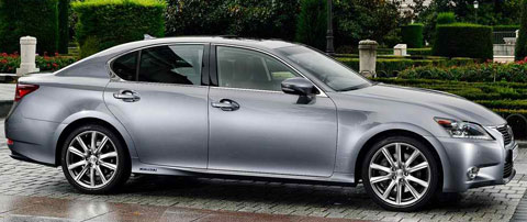 2014-Lexus-GS-300h-at-the-estate-B