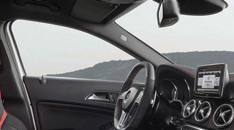 2015-Mercedes-Benz-GLA45-AMG-front-seats-C