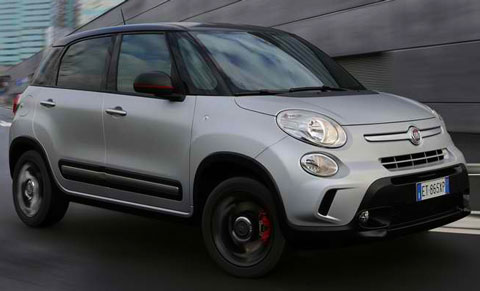 2014-Fiat-500L-Beats-Edition-parking-A