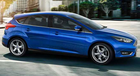 2015-Ford-Focus-in-the-city-B