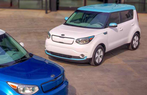 2015-Kia-Soul-EV-at-the-dealer-C