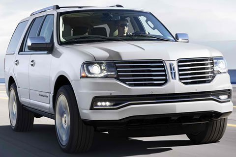 2015-Lincoln-Navigator-on-the-road-A