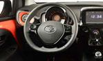 2015-Toyota-Aygo-cockpit-3