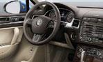2015-Volkswagen-Touareg-inside-2