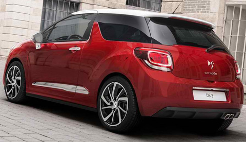 2015-Citroen-DS3-at-the-bank-D